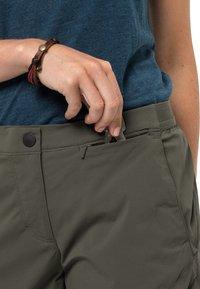 Jack Wolfskin - HILLTOP - Outdoor shorts - grape leaf - 2