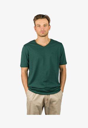 Basic T-shirt - green gables