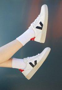 Veja - V-10 - Zapatillas - extra white/nautico pekin - 3