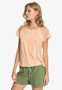 Roxy - CRYSTAL WATER - Print T-shirt - apricot ice - 3