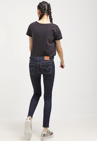 Levi's® - 710 INNOVATION SUPER SKINNY - Jeans Skinny Fit - dunkelblau - 2