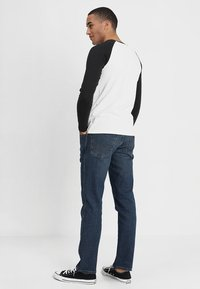 Wrangler - TEXAS - Jeansy Straight Leg - indigo wit - 2
