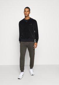 Burton Menswear London - 2 PACK - Trainingsbroek - black - 0