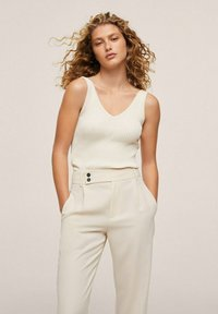 Mango - MED PRESS - Trousers - offwhite - 2