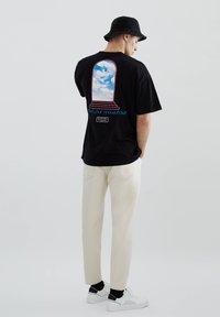 PULL&BEAR - Print T-shirt - black - 2
