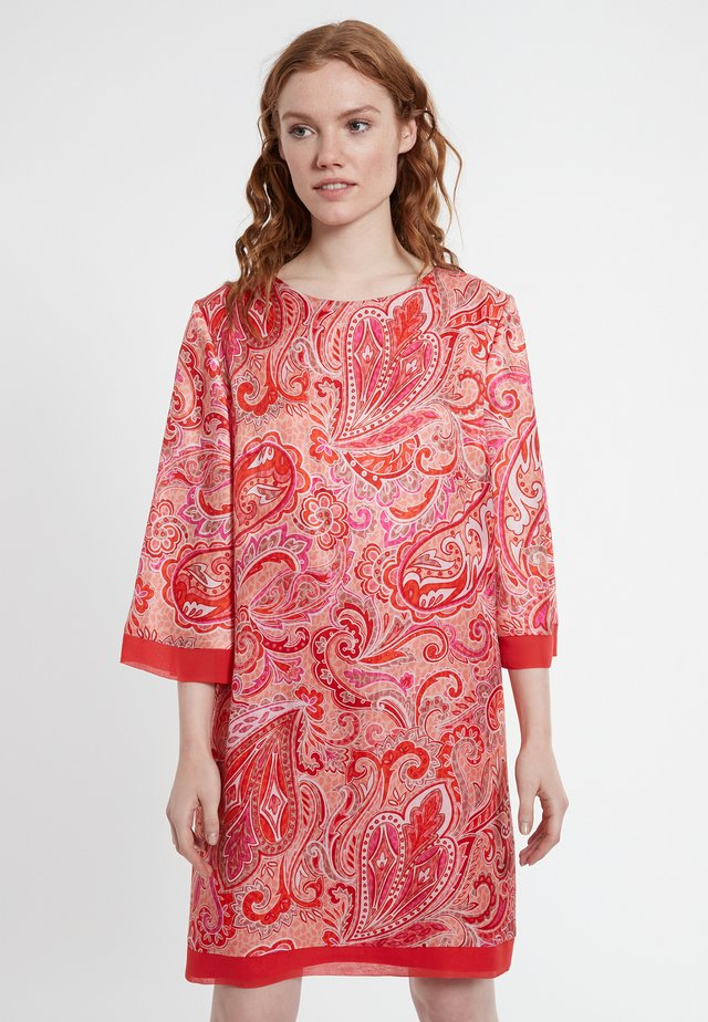 DEBORA - Korte jurk - rot