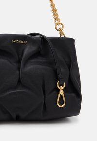 Coccinelle - OPHELIE GOODIE SMALL SOFT - Kabelka - noir - 5