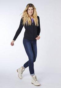 Oklahoma Jeans - REGULAR FIT - Zip-up hoodie - 19-3911 deep black - 1