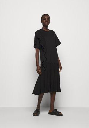 RUFFLE COMBO DRESS - Žerzejové šaty - black
