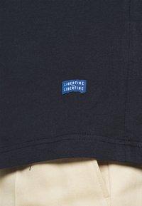 Libertine-Libertine - BEAT LOGO - T-shirt basic - night sky - 5
