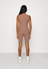 ONLY - ONLNELLA SET - Shorts - burlwood/burlwood - 2