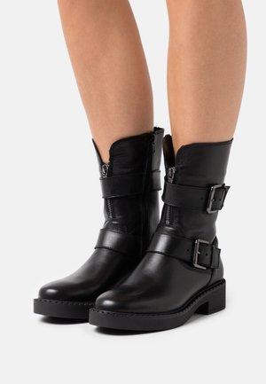 Platform boots - black plain