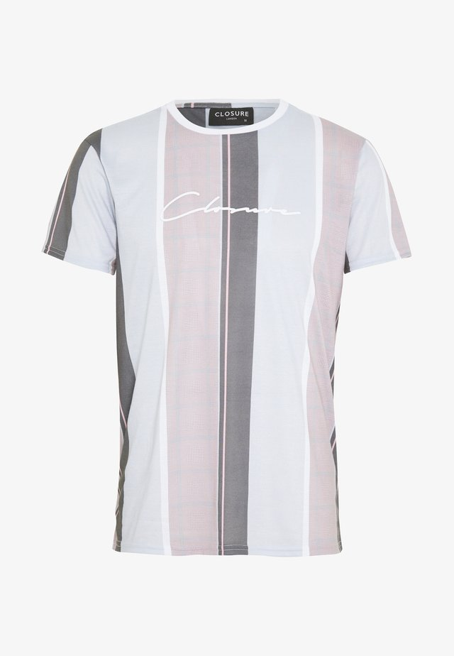 TEXTURED STRIPED TEE - T-Shirt print - pink