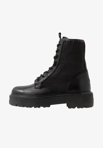 FLATFORM BOOT - Enkellaarsjes met plateauzool - black