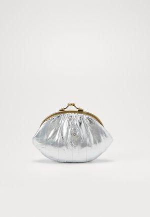 GRANNY - Peněženka - silver