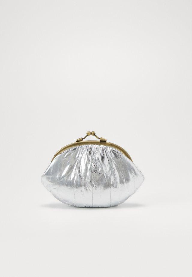 GRANNY - Portfel - silver