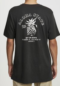 RVCA - ALOHA SHOP  - Print T-shirt - pirate black - 1