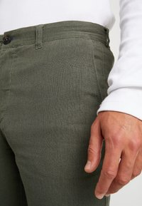 Springfield - PANT BASICO - Trousers - olive - 3