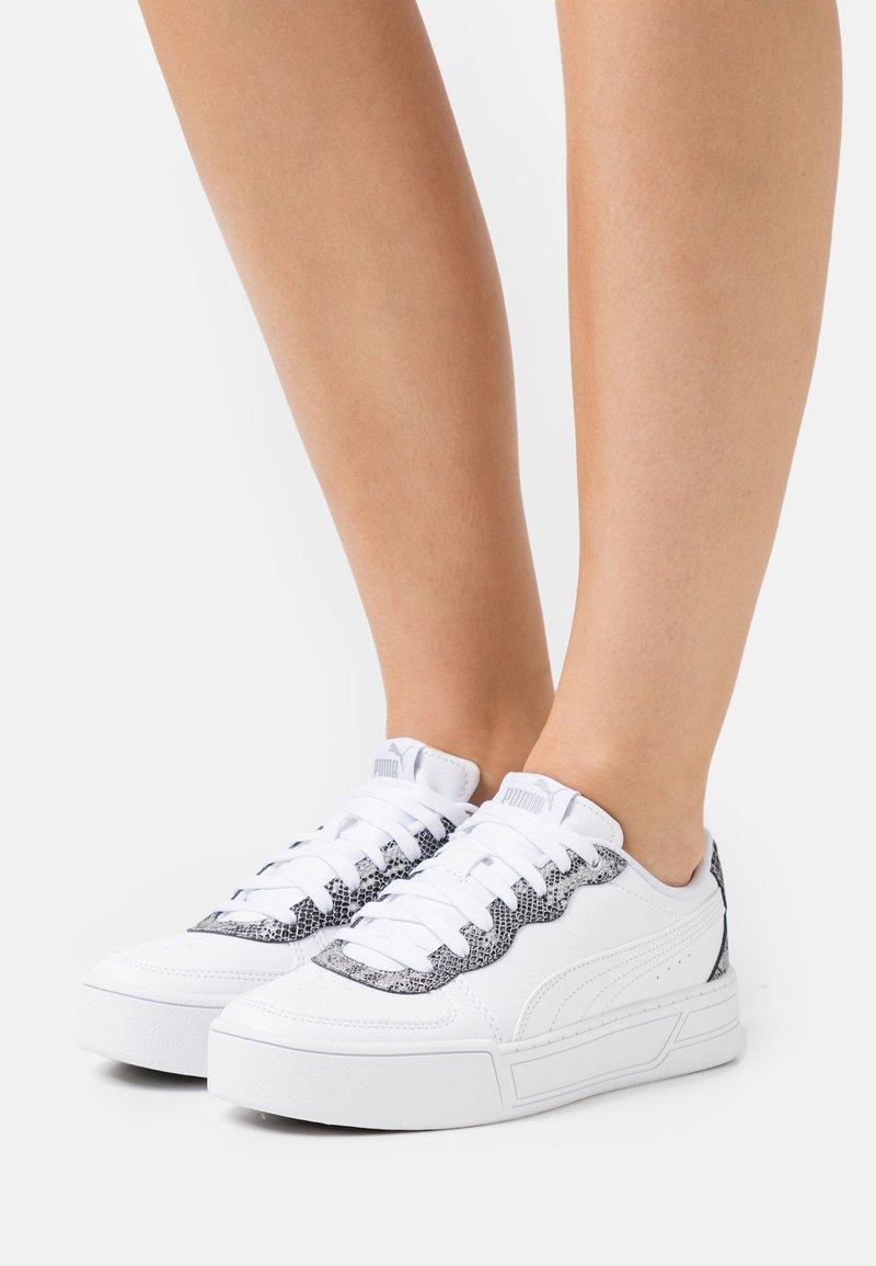 Puma - SKYE UNTAMED - Baskets basses - white