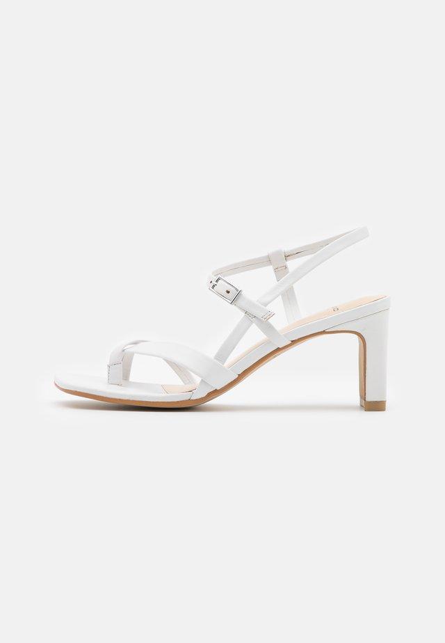 LUISA - Sandały - white