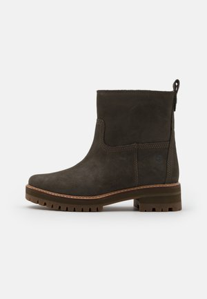 COURMAYEUR VALLEY  - Classic ankle boots - olive