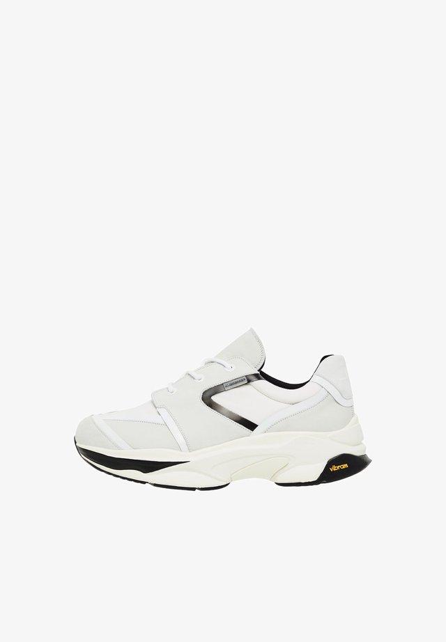 ARLO RUNNER - Sneakersy niskie - cloud white