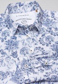 Eterna - MODERN CLASSIC - Button-down blouse - blau/weiß - 4