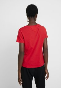 Tommy Jeans - SOFT TEE - T-shirt basic - flame scarlet - 2
