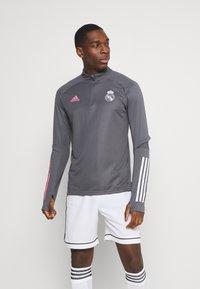 adidas Performance - REAL MADRID AEROREADY FOOTBALL - Klubtrøjer - grey five - 0