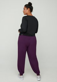 Zizzi - Trainingsbroek - purple - 1