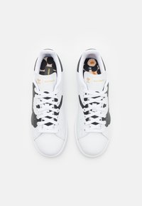 adidas Originals - STAN SMITH  - Matalavartiset tennarit - footwear white/core black/gold metallic - 5
