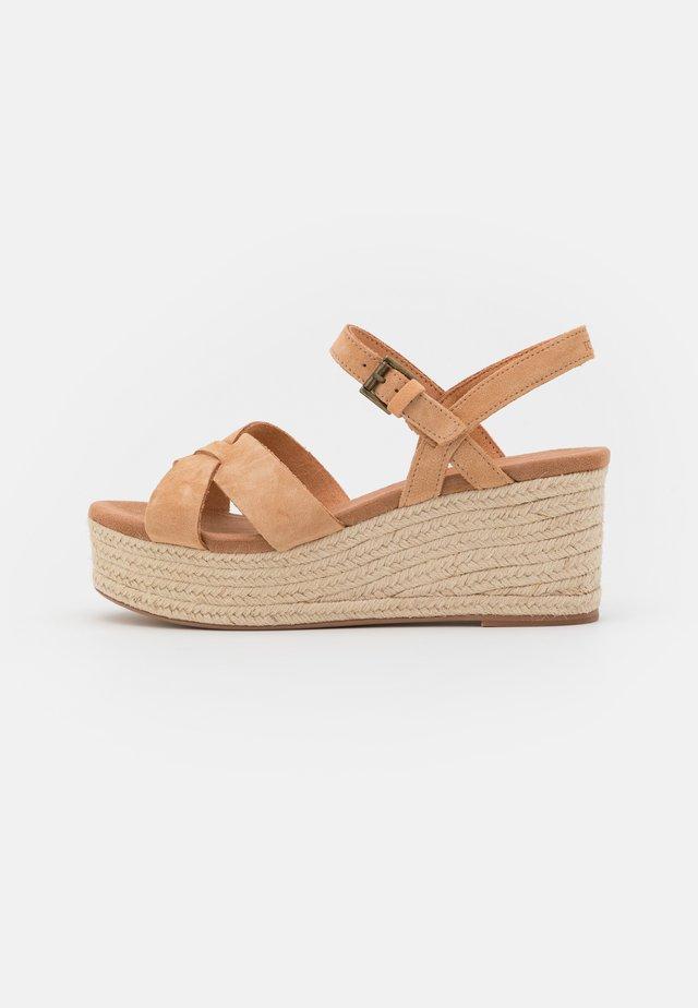 WILLOW - Platform sandals - honey