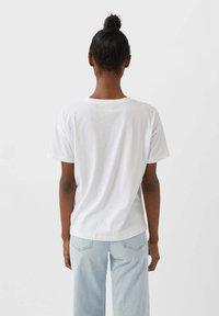 Stradivarius - TWEETY - Basic T-shirt - white - 2