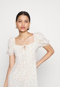 Glamorous - CARE MINI DRESSES WITH PUFF SHORT SLEEVES - Robe d'été - stone - 3