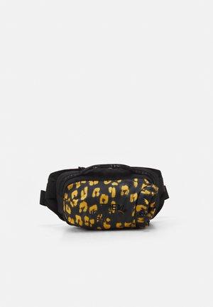 BOZER HIP PACK UNISEX - Ledvinka - arrowwood yellow/black
