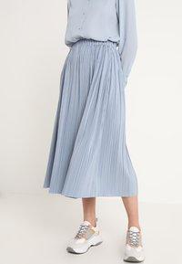 Samsøe Samsøe - UMA SKIRT - Pleated skirt - dusty blue - 0