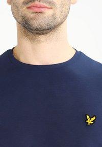 Lyle & Scott - CREW NECK PLAIN - Long sleeved top - navy - 4