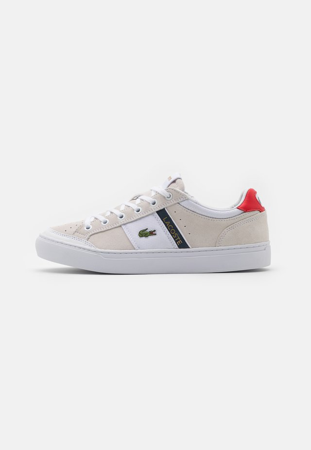COURTLINE - Matalavartiset tennarit - white/navy/red