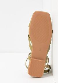 RAID - EZRA - Sandály s odděleným palcem - sage green - 6