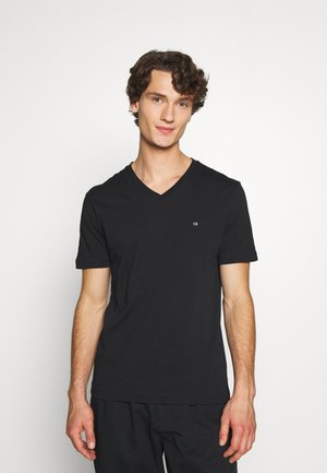 V-NECK CHEST LOGO - Basic T-shirt - black