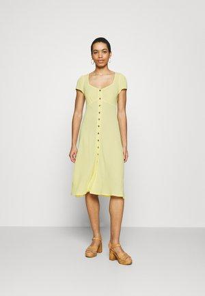 LEONA DRESS - Robe chemise - lemon