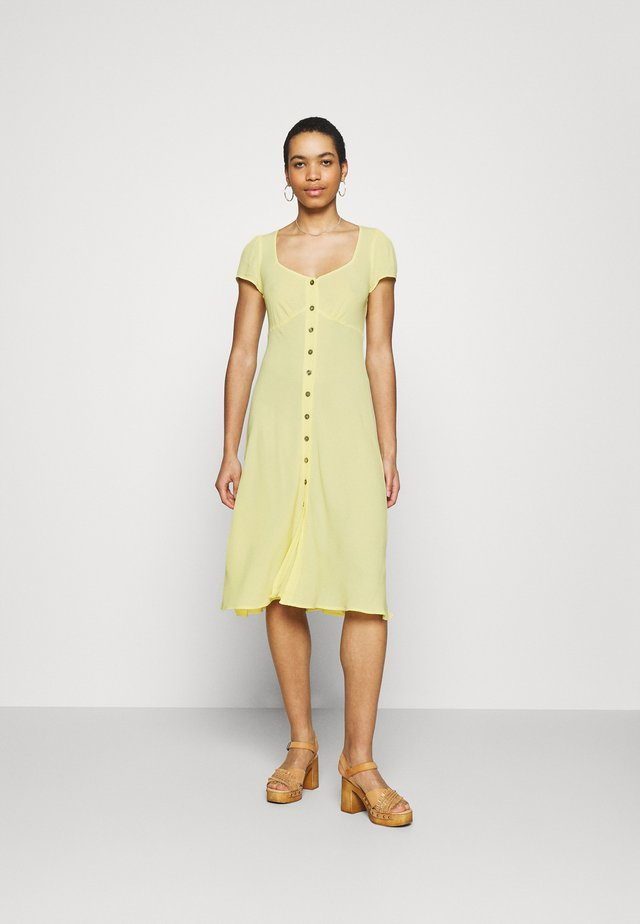 LEONA DRESS - Abito a camicia - lemon