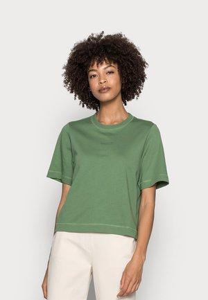 Basic T-shirt - meadow grass