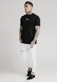 SIKSILK - DISTRESSED PRESTIGE - Skinny džíny - white - 1