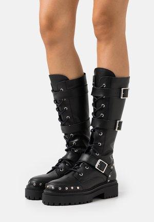 ASTEROID KNEE HIGH CHUNKY LACE UP - Šněrovací vysoké boty - black