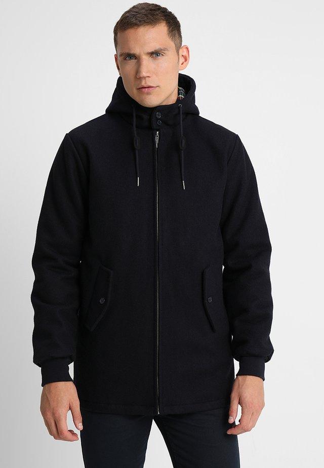 FRANCKY HOODED - Halflange jas - marine