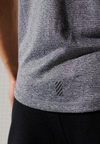Superdry - ACTIVE - Sports shirt - slate stripe - 2