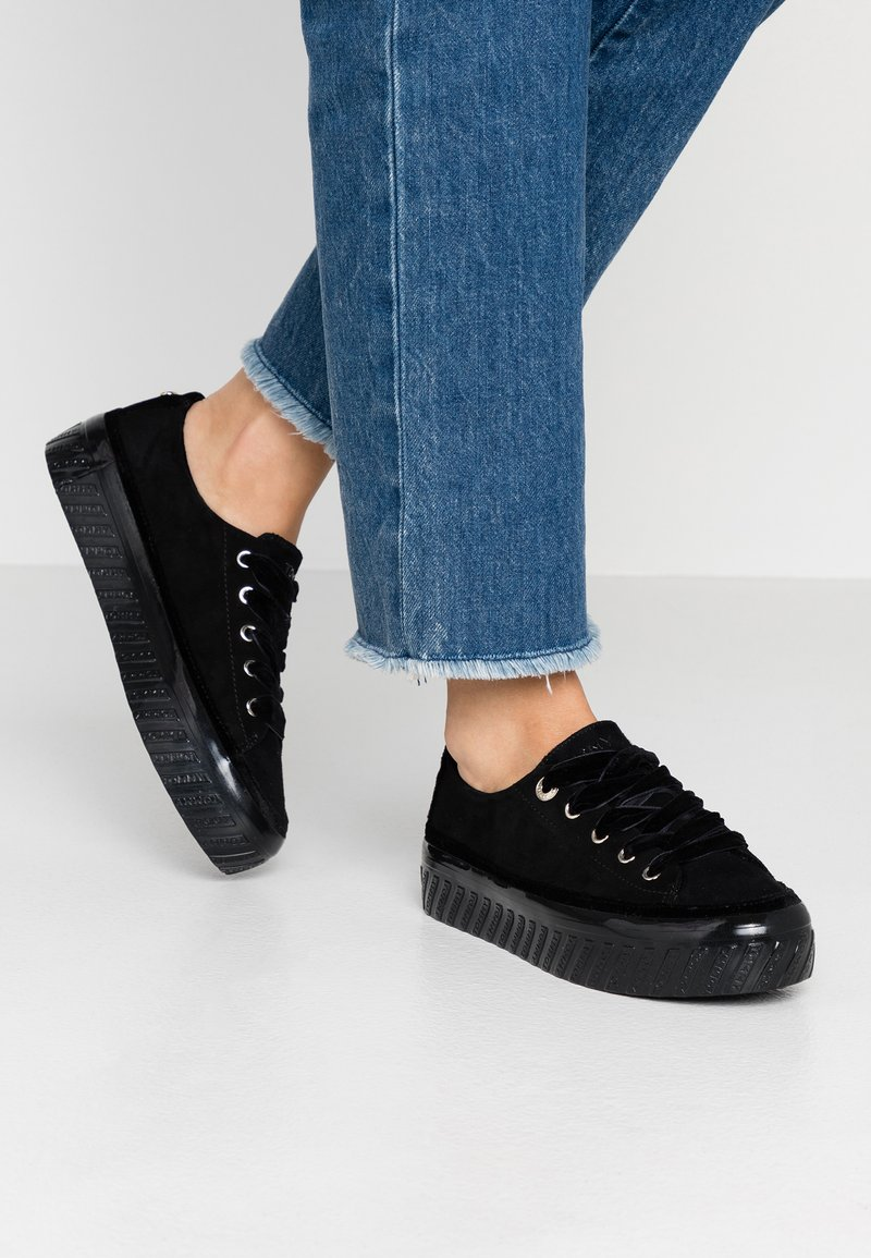 Tommy Hilfiger - VELVET LACE FLATFORM - Sneakers - black