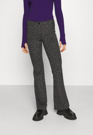 DEANNE PANTS - Trousers - grey leopard