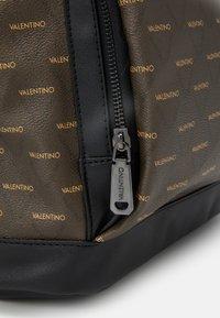 Valentino Bags - LIUTO BACKPACK - Sac à dos - brown - 4